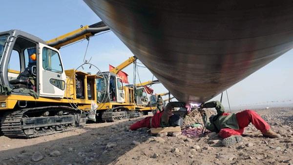 china-natural-gas-pipeline-gansu-province-mar10-2008.jpg