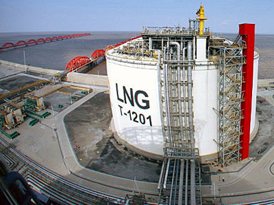 A container holds liquefied natural gas at Yangkou Port in Nantong, east China's Jiangsu province, Jan. 4, 2014.