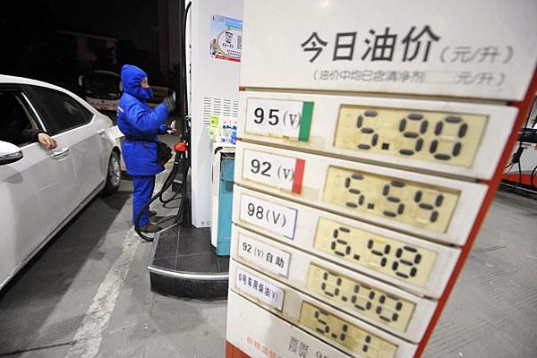 china-gas-station-jangzhou-jan13-2015.jpg