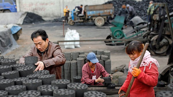 china-coal-briquettes-vendor-tangxian-hebei-nov27-2014.jpg