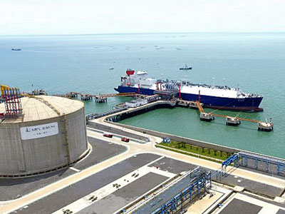 The liquefied natural gas carrier Cesi Beihai docks at the Beihai LNG Terminal in Beihai, southern China's Guangxi Zhuang Autonomous Region, July 10, 2017.