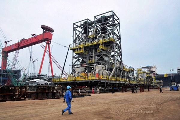 china-offshore-oil-platform-qingdao-june1-2016.jpg