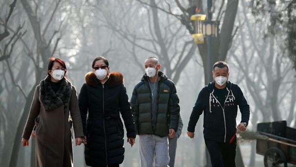 china-masks-pollution-ritan-park-beijing-dec19-2016.jpg