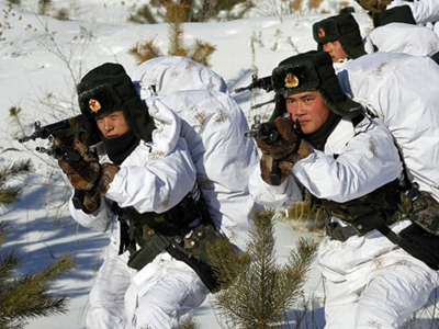 Chinese soldiers perform winter training in Heihe, northeast China's Heilongjiang province, Jan. 28, 2015. (Credit: AFP)