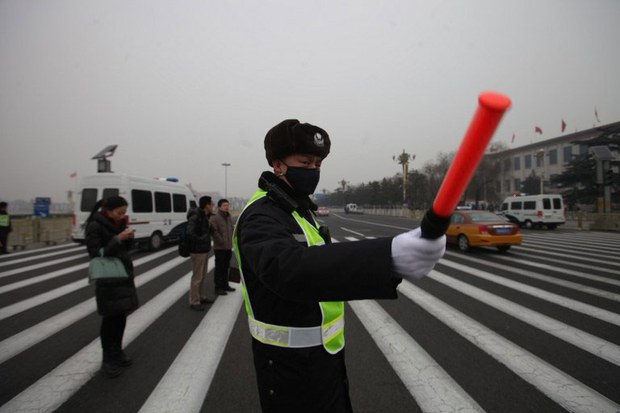 china-smog-traffic-cop-march-2014.jpg