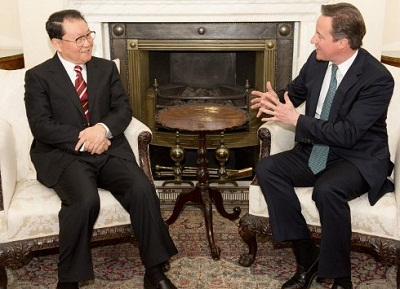 Li Changchun (l) meets with UK Prime Minister David Cameron (r) in London, April 17, 2012. Cameron urged a full investigation into the death of British businessman Neil Heywood, who was tied to Bo Xilai.