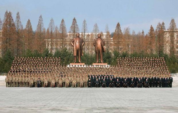 korea-kim-statues-feb-2013.jpg