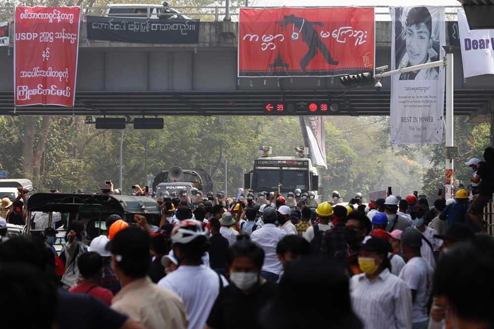 https://www.rfa.org/english/multimedia/myanmar-crackdown-gallery-02262021183713.html/police-crackdown-2.jpg