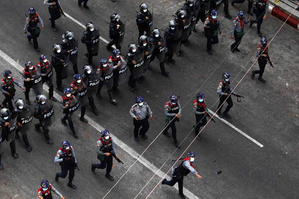 https://www.rfa.org/english/multimedia/myanmar-crackdown-gallery-02262021183713.html/police-crackdown-3.jpg