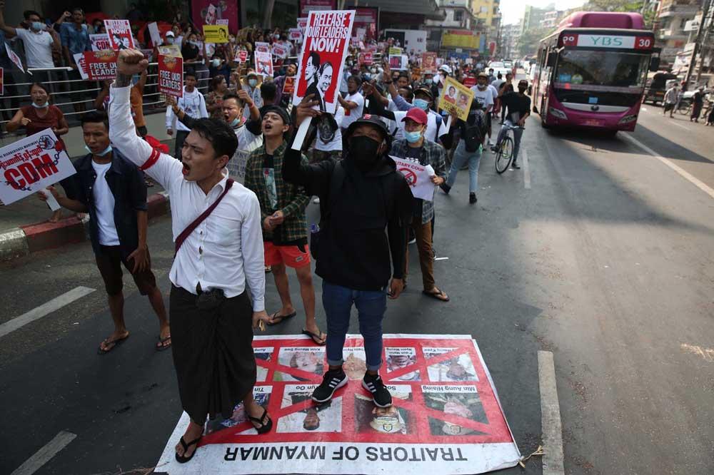 https://www.rfa.org/english/multimedia/myanmar-crackdown-gallery-02262021183713.html/police-crackdown-4.jpg