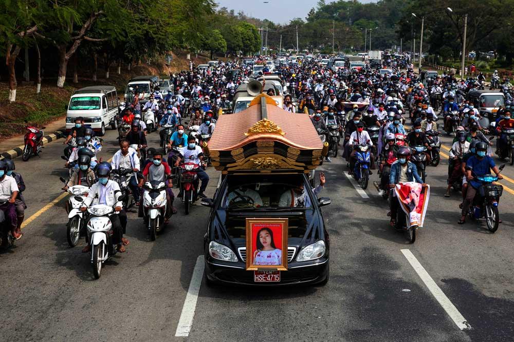 https://www.rfa.org/english/multimedia/myanmar-death-protest-gallery-02222021182753.html/myanmar_funeral022121_001.jpg