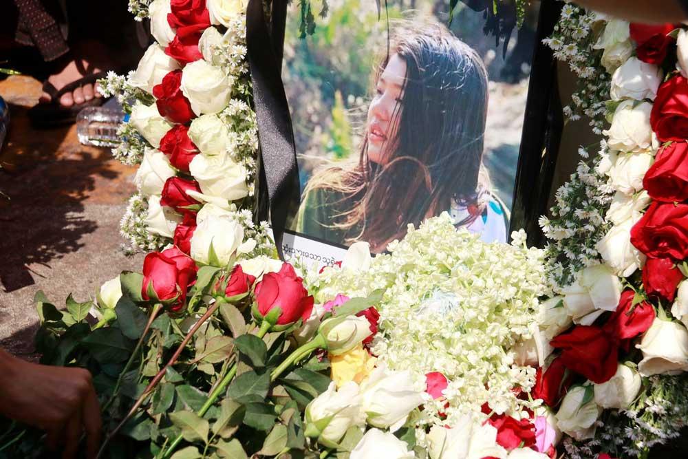 https://www.rfa.org/english/multimedia/myanmar-death-protest-gallery-02222021182753.html/myanmar_funeral022121_002.jpg
