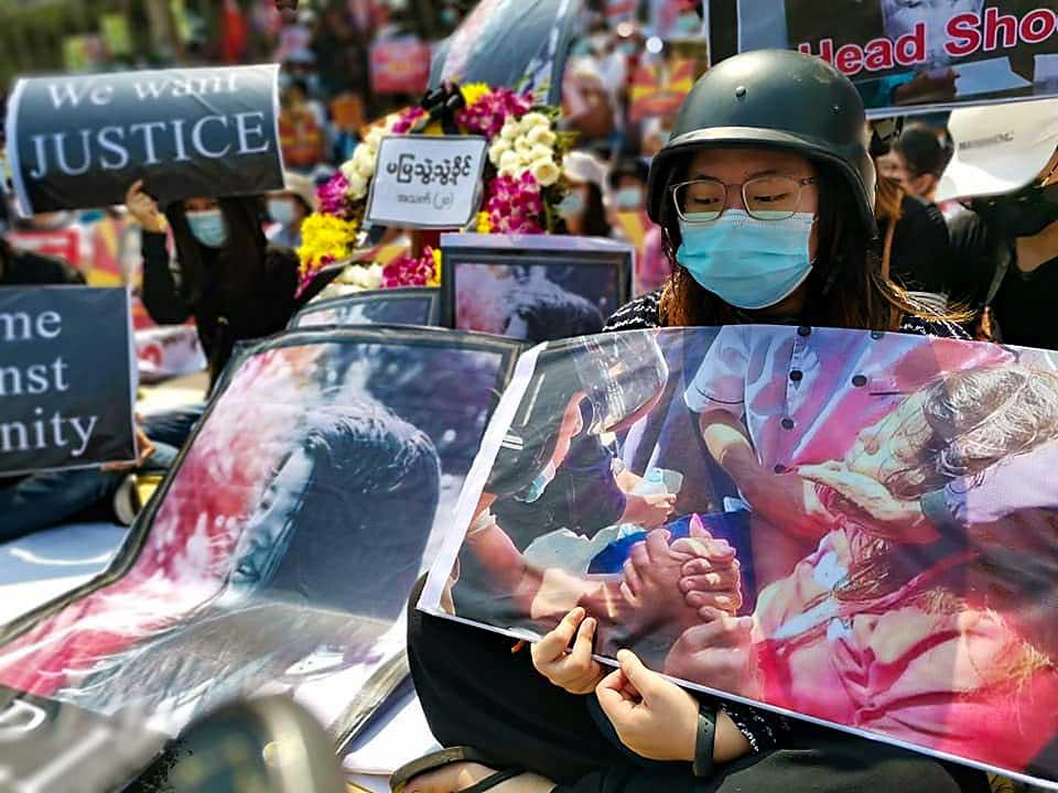 https://www.rfa.org/english/multimedia/myanmar-death-protest-gallery-02222021182753.html/myanmar_funeral022121_004.jpg