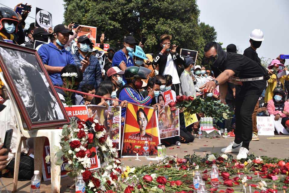 https://www.rfa.org/english/multimedia/myanmar-death-protest-gallery-02222021182753.html/myanmar_funeral022121_010.jpg
