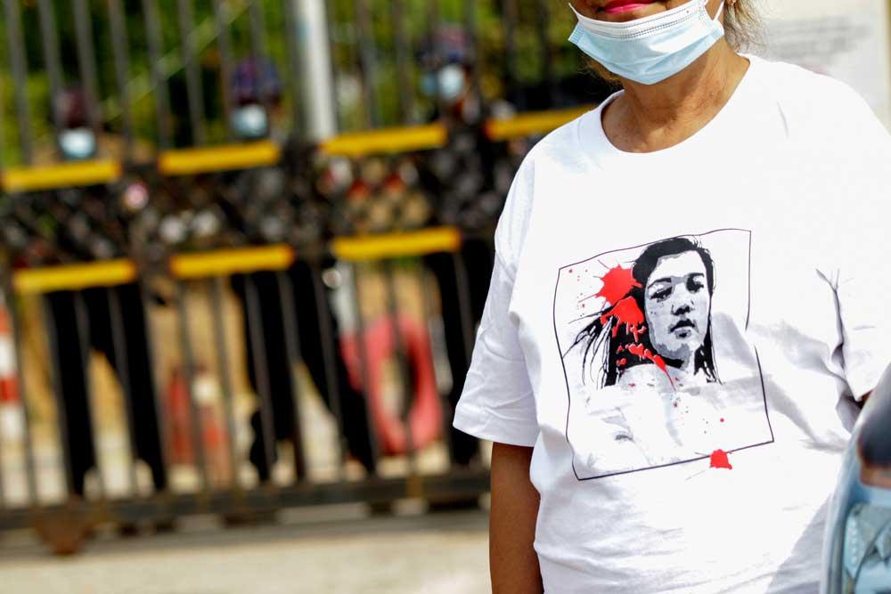 https://www.rfa.org/english/multimedia/myanmar-death-protest-gallery-02222021182753.html/myanmar_funeral022121_011.jpg