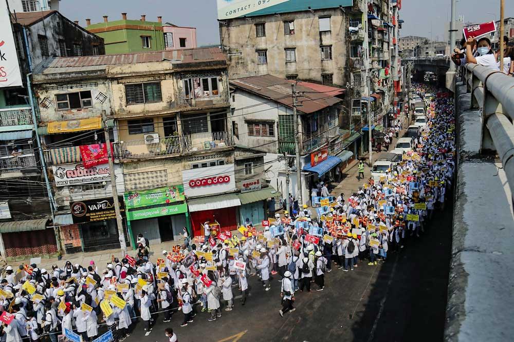 https://www.rfa.org/english/multimedia/myanmar-death-protest-gallery-02222021182753.html/myanmar_funeral022121_012.jpg