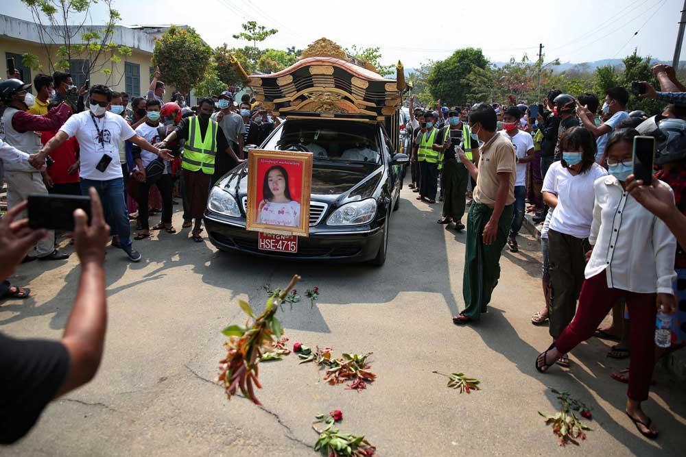 https://www.rfa.org/english/multimedia/myanmar-death-protest-gallery-02222021182753.html/myanmar_funeral022121_013.jpg