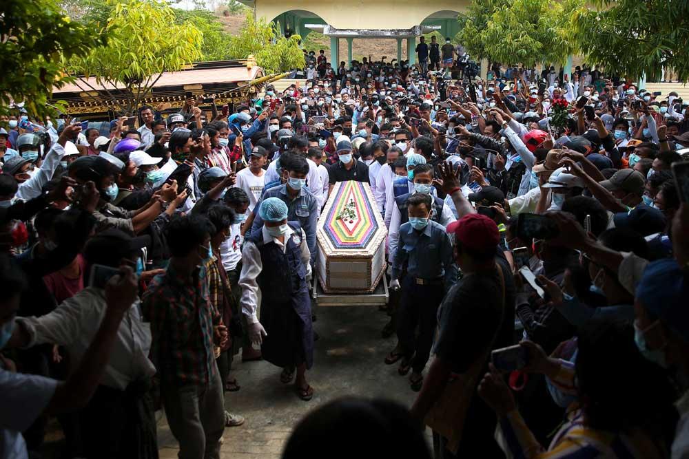 https://www.rfa.org/english/multimedia/myanmar-death-protest-gallery-02222021182753.html/myanmar_funeral022121_015.jpg