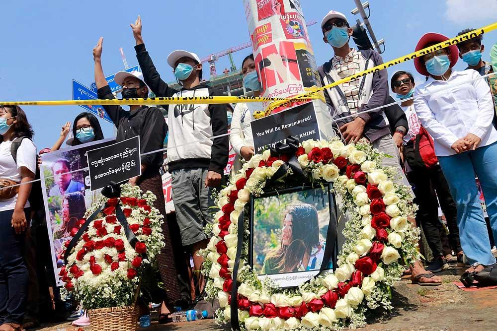 https://www.rfa.org/english/multimedia/myanmar-death-protest-gallery-02222021182753.html/myanmar_funeral022121_016.jpg