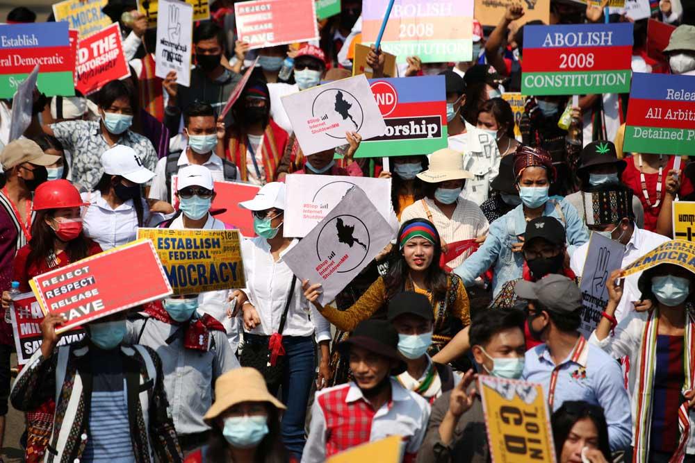 https://www.rfa.org/english/multimedia/myanmar-death-protest-gallery-02222021182753.html/myanmar_funeral022121_018.jpg