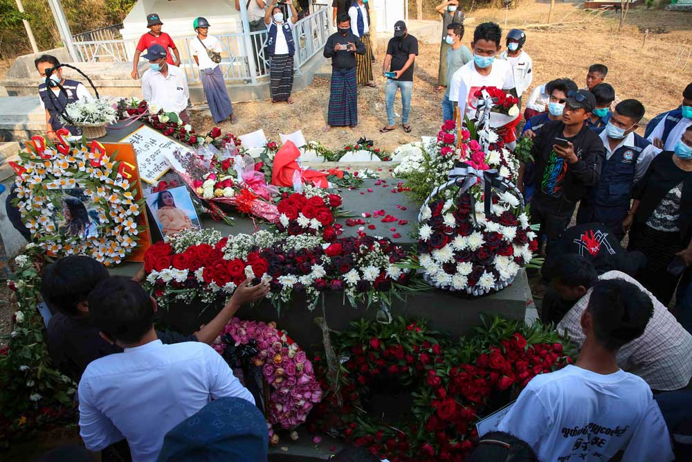 https://www.rfa.org/english/multimedia/myanmar-death-protest-gallery-02222021182753.html/myanmar_funeral022121_020.jpg