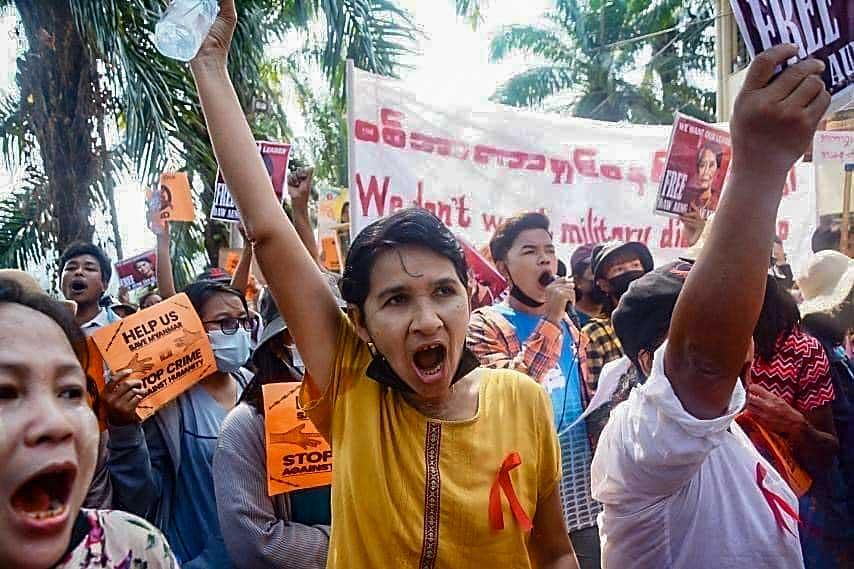 https://www.rfa.org/english/multimedia/myanmar-protest-slideshow-02172021160519.html/myanmar_protest021721_001_e.jpg