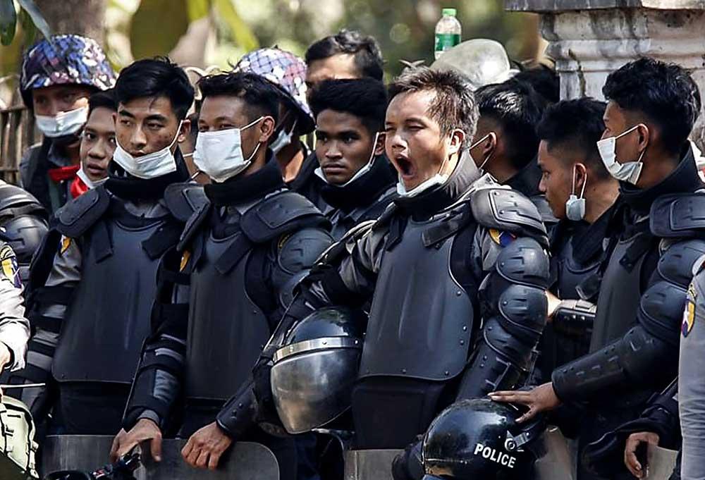 https://www.rfa.org/english/multimedia/myanmar-protest-slideshow-02172021160519.html/myanmar_protest021721_002_e.jpg