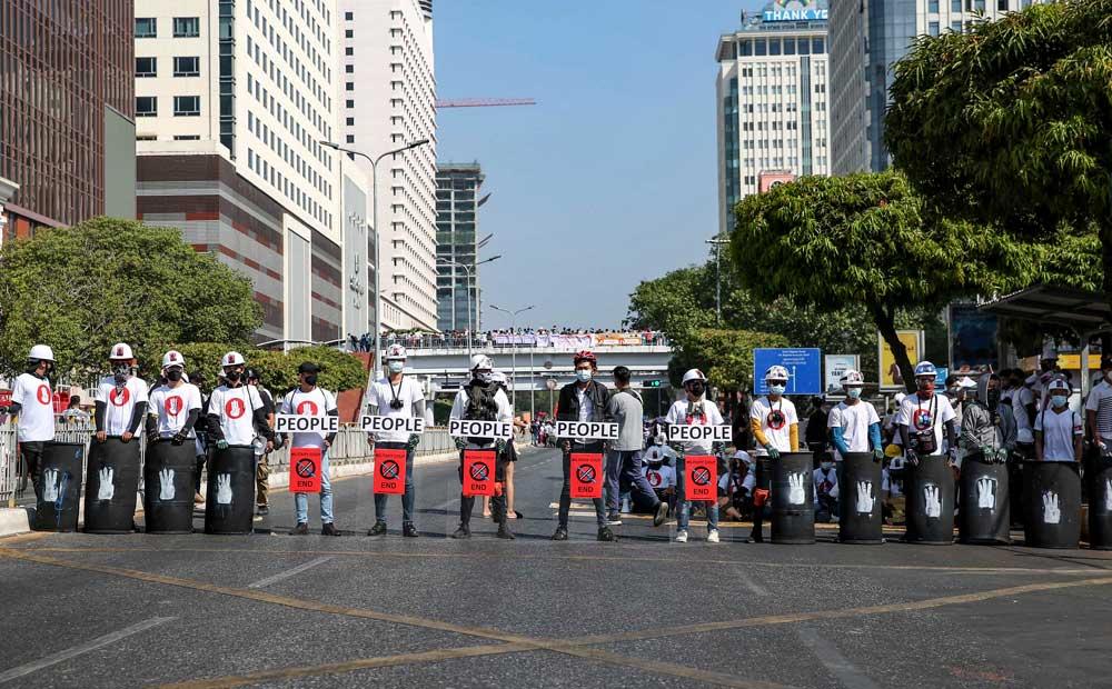 https://www.rfa.org/english/multimedia/myanmar-protest-slideshow-02172021160519.html/myanmar_protest021721_008_e.jpg