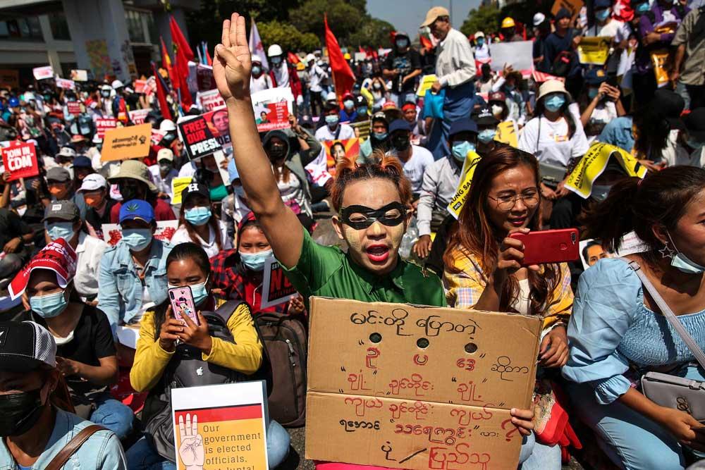 https://www.rfa.org/english/multimedia/myanmar-protest-slideshow-02172021160519.html/myanmar_protest021721_011_e.jpg
