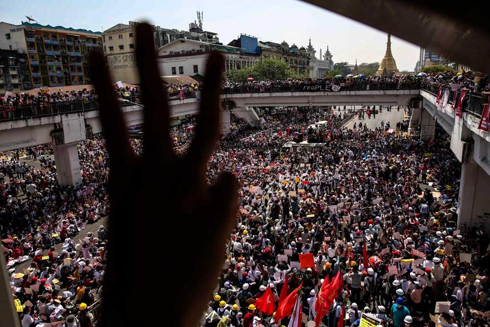 https://www.rfa.org/english/multimedia/myanmar-protest-slideshow-02172021160519.html/myanmar_protest021721_014_e.jpg