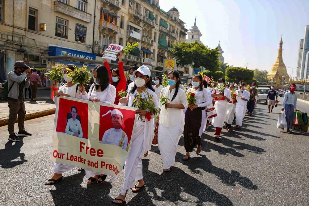 https://www.rfa.org/english/multimedia/myanmar-protest-slideshow-02172021160519.html/myanmar_protest021721_015_e.jpg