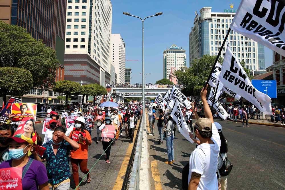 https://www.rfa.org/english/multimedia/myanmar-protest-slideshow-02172021160519.html/myanmar_protest021721_016_e.jpg