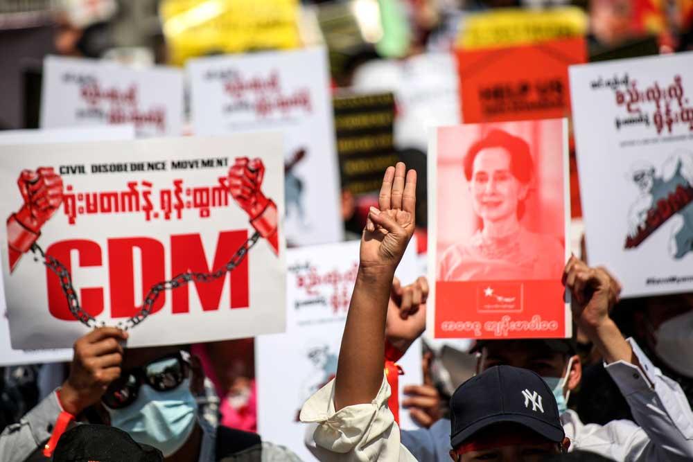 https://www.rfa.org/english/multimedia/myanmar-protest-slideshow-02172021160519.html/myanmar_protest021721_018_e.jpg
