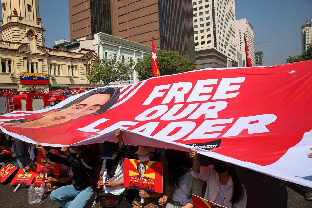 https://www.rfa.org/english/multimedia/myanmar-protest-slideshow-02172021160519.html/myanmar_protest021721_020_e.jpg