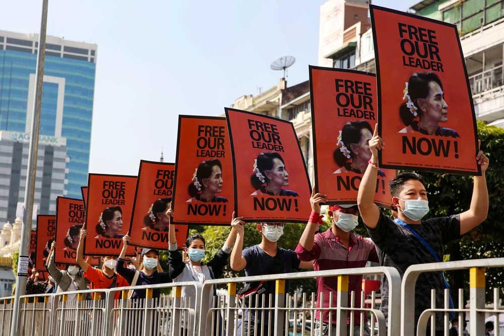 https://www.rfa.org/english/multimedia/myanmar-protest-slideshow-02172021160519.html/myanmar_protest021721_021_e.jpg