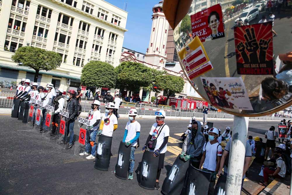https://www.rfa.org/english/multimedia/myanmar-protest-slideshow-02172021160519.html/myanmar_protest021721_022_e.jpg