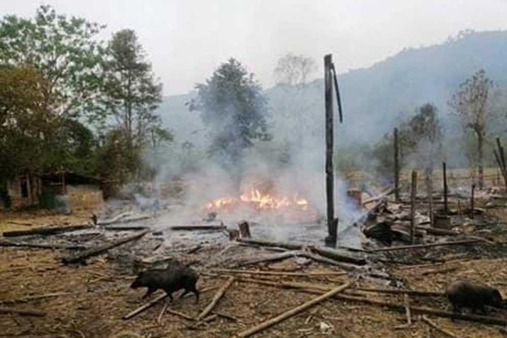 The remains of a building burn in Day Bu No village. (Karen Information Center)