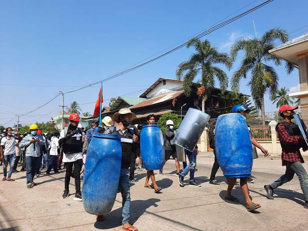 https://www.rfa.org/english/multimedia/myanmarprotestshieldsfromyangon-gallery-03052021112228.html/myanmarprotestshieldsfrommonstate-001.jpg