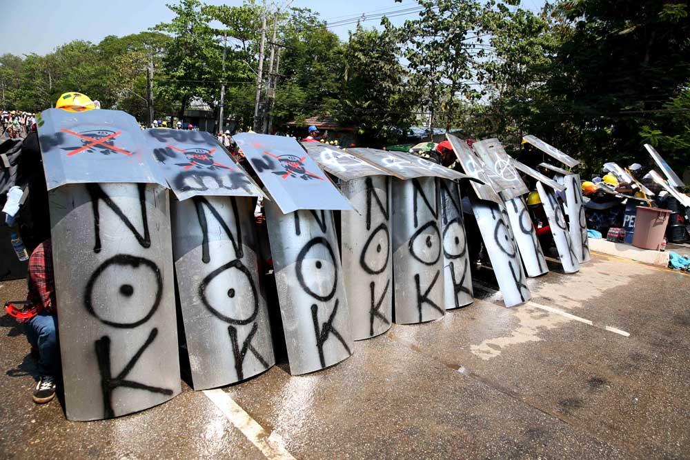 https://www.rfa.org/english/multimedia/myanmarprotestshieldsfromyangon-gallery-03052021112228.html/myanmarprotestshieldsfromyangon_004.jpg