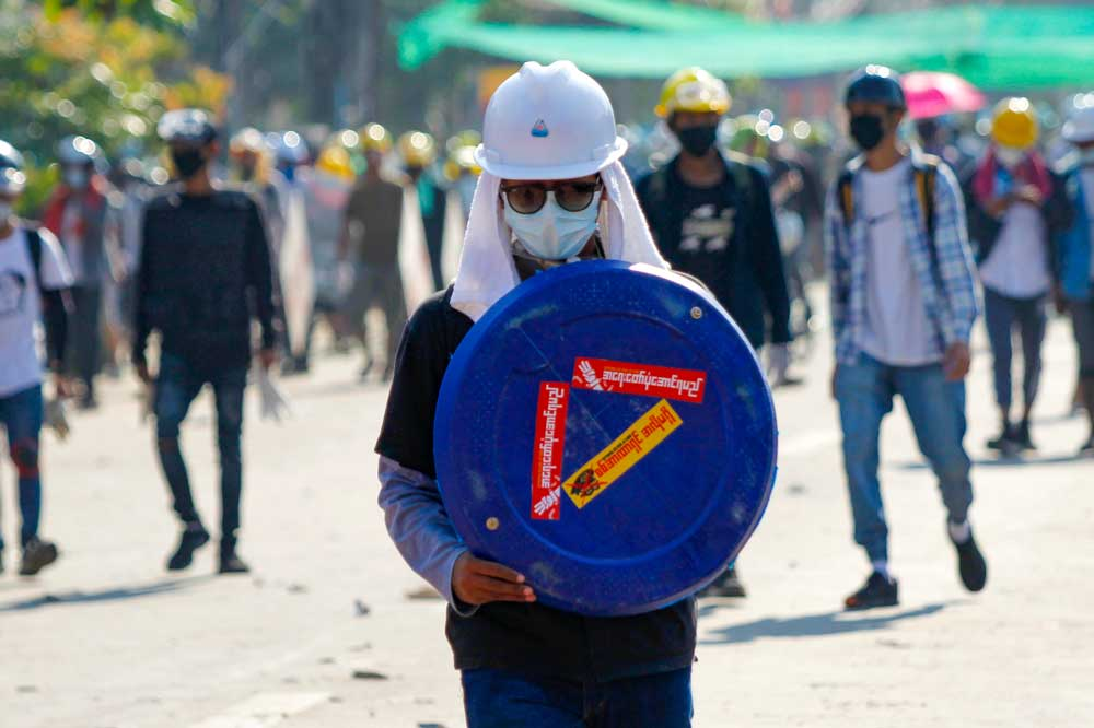 https://www.rfa.org/english/multimedia/myanmarprotestshieldsfromyangon-gallery-03052021112228.html/myanmarprotestshieldsfromyangon_008.jpg