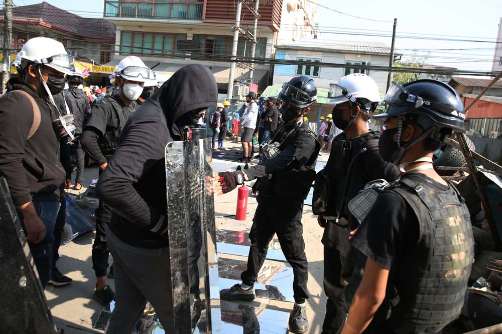 https://www.rfa.org/english/multimedia/myanmarprotestshieldsfromyangon-gallery-03052021112228.html/myanmarprotestshieldsfromyangon_010.jpg