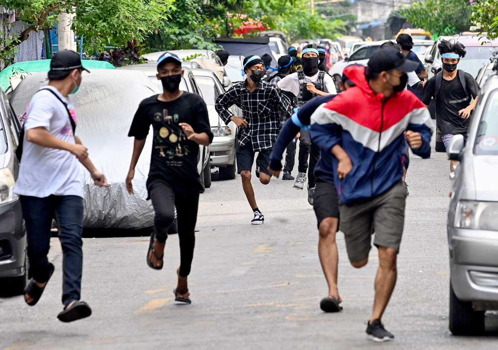Their mission accomplished, protesters flee as security forces descend on the scene. (AFP)