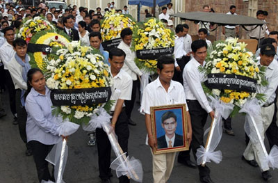 Cambodians observe the fourth anniversary of the death of Chea Vichea in Phnom Penh, Jan. 22, 2008. Credit: AFP