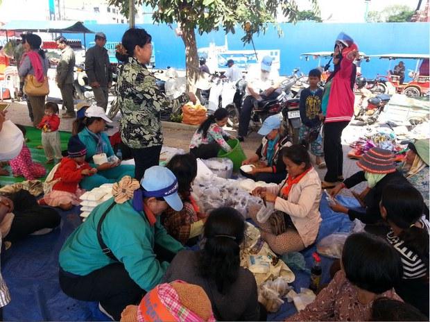 cambodia-mass-demonstration-lunch-dec-2013.JPG