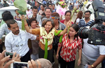 Mu Sochua is released from Prey Sar Prison, July 22, 2014. Credit: RFA