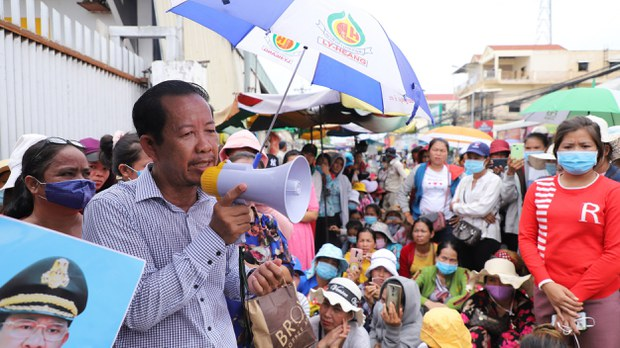 cambodia-rong-chhun-demonstration-for-laid-off-workers-pp-july-2020-crop.jpg