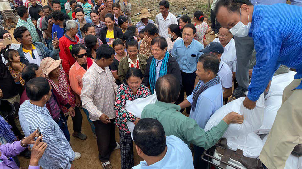 Kem Sokha (green shirt) distributes aid to victims from a truck in Battambang province, Oct. 16, 2020.