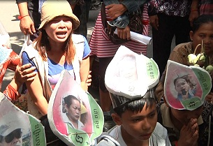 Demonstrators gather near the prime minister's residence in Phnom Penh to protest the jailing of Boueng Kak activists, June 14, 2012.