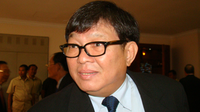 Opposition lawmaker Son Chhay speaks with reporters in Phnom Penh, Aug. 9, 2012. Credit: RFA
