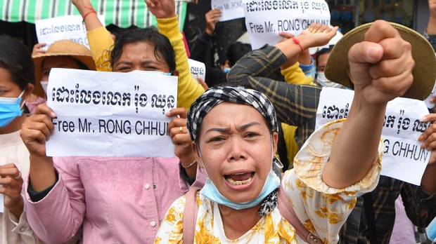 cambodia-rong-chhun-supporters-protest-aug-2020-crop.jpg